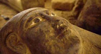 In Egitto sono stati ritrovati 13 sarcofagi intatti: l'ultima volta sono stati aperti più di 2.500 anni fa
