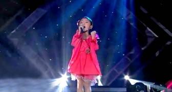 Een klein meisje doet een optreden waar je sprakeloos van zult staan