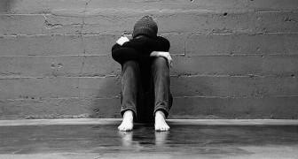 Un adolescent s'enferme dans les toilettes de l'école pendant trois jours : il veut échapper aux harceleurs qui le persécutent