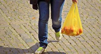 Il Canada vuole proibire l'uso di buste, contenitori e posate di plastica entro la fine del 2021