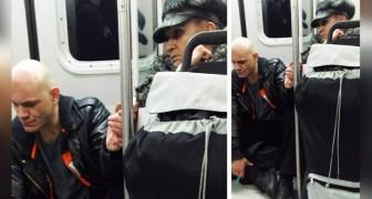 Un hombre agresivo sube a la metropolitana alejando a todos los pasajeros: una anciana logra calmarlo con un simple gesto