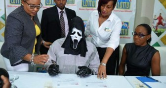 He wins the lottery and goes to collect the prize wearing a mask so as not to be recognized by greedy relatives