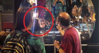 He directs a light toward a concave mirror: these people can't believe it!