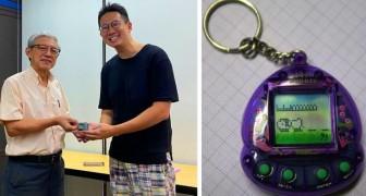 Een leraar neemt tijdens de les een videogame van een leerling in beslag en geeft het 21 jaar later aan hem terug