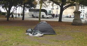 A mother punishes her daughter by making her sleep in a tent for the night: she had insulted a homeless man