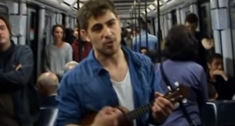He graduated but no one wantsto hire him: he writes his CV into a song and sings it on the subway to look for work