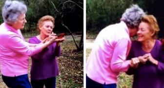 Dos hermanas reciben la visita de un pájaro rojo: un saludo de su mamá fallecida recientemente