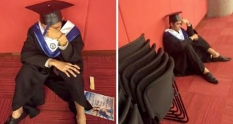 He reaches graduation but his parents didn't show up: a young man bursts into tears before the ceremony
