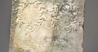 Eine Frau entdeckt, dass der Stein, mit dem sie auf ihr Pferd gestiegen ist, in Wirklichkeit ein seltenes römisches Artefakt ist