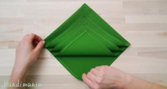 In pochi secondi un tovagliolo può trasformare la tua tavola natalizia: facilissimo!