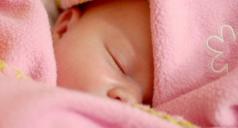 Mamma vill bara att kommande barn ska ha neutrala kläder: svärmor köper barnet endast rosa klänningar