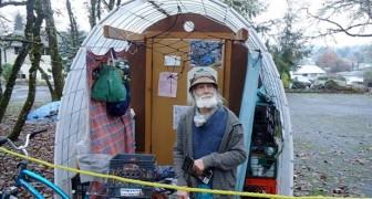 Een liefdadigheidsinstelling bouwt bewoonbare tenten om daklozen een veilige slaapplaats te bieden