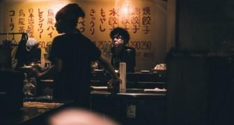 In Giappone c'è un nuovo bar pensato per le persone che desiderano bere da sole: vuole diffondere una nuova cultura