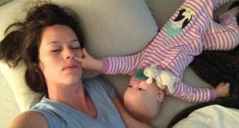Mom is tired and tries to sleep: her daughter, however, has a DIFFERENT idea !