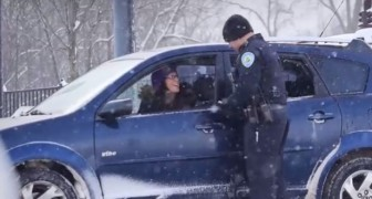 A Police agent stops some cars, but what he does after leaves them stunned !