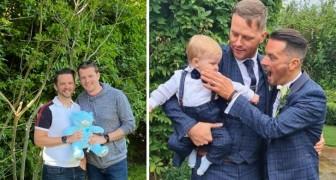 Una donna dà alla luce il nipote facendo da madre surrogata per il fratello gay
