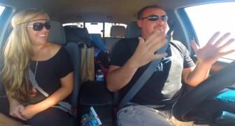 Man en vrouw luisteren naar een liedje: hun duet SPRAKELOOS en uitzonderlijk