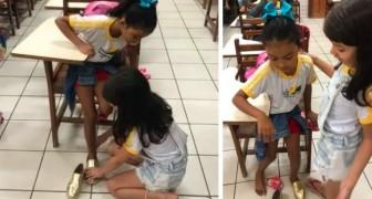 Bimba di 10 anni entra in classe e dona le sue scarpe a chi ne ha bisogno: la maestra si commuove