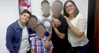 Pareja gay quería adoptar solo tres hermanitos pero vuelve a casa con los cuatro: ahora son una familia rica de amor