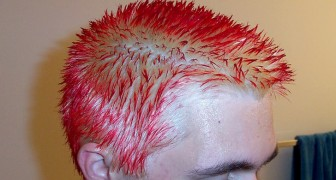 Expelled from school because he shows up with his hair dyed pink and blue: his mother lashes out against the school