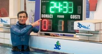 Il établit un nouveau record du monde : il a retenu sa respiration sous l'eau pendant 24 minutes et 33 secondes