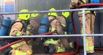 Feuerwehrmann, der wegen Beleidigung eines schwulen Kollegen gefeuert wurde, erhält 14.000 Euro Entschädigung