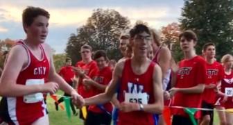 Een autistische jongen verdwaalt tijdens een marathon, maar een tegenstander helpt hem door zijn hand vast te houden in de laatste kilometers