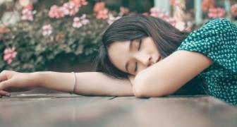 Questa giovane donna soffre di un raro disturbo del sonno: si addormenta quando ride