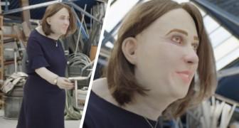 Tempo pieno in ufficio davanti al computer: tra 20 anni potresti somigliare a questa bambola raccapricciante