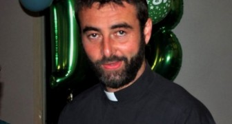 Priester maakt tijdens de mis bekend dat hij verliefd is geworden op een vrouw