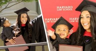 En ensamstående mamma tar examen ifrån Harvard och kommer till ceremonin tillsammans med sin dotter