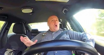 Een verborgen camera in een politieauto: het resultaat is hilarisch!