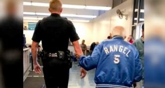 Policial generoso ajuda um homem de 92 anos expulso do banco porque sua carteira de identidade estava desatualizada