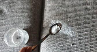 Cattivi odori o macchie sui divani in tessuto? Basta ricorrere a questi semplici trucchi