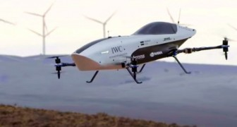La prima macchina da corsa volante al mondo decolla dal deserto dell'Australia