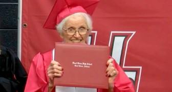 Ottiene il diploma di scuola superiore a 94 anni: aveva abbandonato gli studi per sposare l'uomo che amava