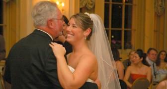 Va a la boda de la hijastra pero llega tarde a la de su hija biológica: ella no se lo perdona