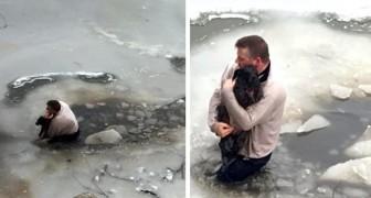 Um homem se joga nas águas congeladas de um rio para resgatar um cachorro preso