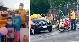 A escola organiza um desfile com os carros dos pais: não tendo um, um pai chegou com sua bicicleta
