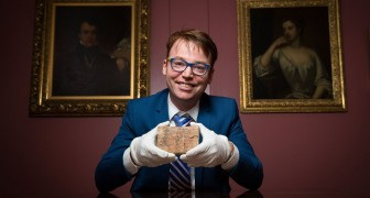 Una tavoletta babilonese di 3700 anni cambia la storia della matematica: la scoperta dei ricercatori