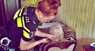 Anziana abbandonata da tutti riceve la visita di alcuni poliziotti che cenano con lei e le tagliano i capelli