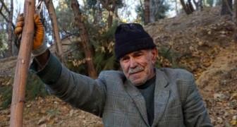 Quest'uomo di 71 anni ha creato un bosco enorme dove prima c'era una discarica: è il suo regalo al mondo