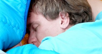 """Dieser Mann schläft wegen einer seltenen Kondition, die ihn dazu zwingt, """"die Lider zu schließen"""", 300 Tage im Jahr"""
