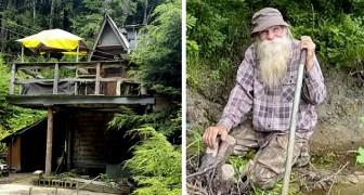 Eles o expulsam da cabana onde morou por 30 anos: um idoso de 80 anos é forçado a viver na rua