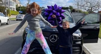 """Moeder koopt Mercedes voor ruim honderdduizend euro voor haar kinderen van 9 en 7: """"Ik ben trots op ze"""""""