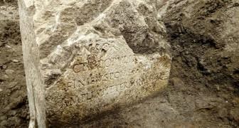 Degli operai scoprono casualmente una pietra sacra dell'antica Roma legata alla leggenda di Romolo e Remo