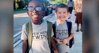 """Zwei kleine Jungs ziehen sich gleich an, um in der Schule den """"Tag der Zwillinge"""" zu feiern: Für sie ist der einzige Unterschied ihre Größe"""