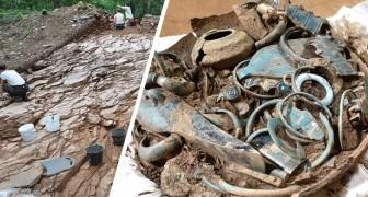Scoperti in Francia dei vasi pieni di gioielli e manufatti: hanno 2.800 anni e sono intatti