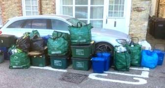 Parcheggia l'auto in divieto e blocca il camion della spazzatura: i residenti si vendicano