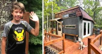 Un garçon de 9 ans conçoit et construit sa propre cabane dans les arbres : elle est entièrement équipée et il la loue sur Airbnb